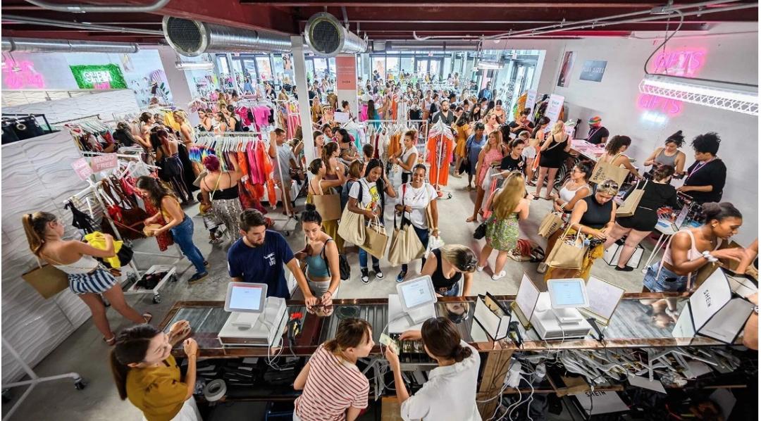 "• Shein快闪店引爆北美,来自中国的""快时尚之火""正从线上向线下蔓延"